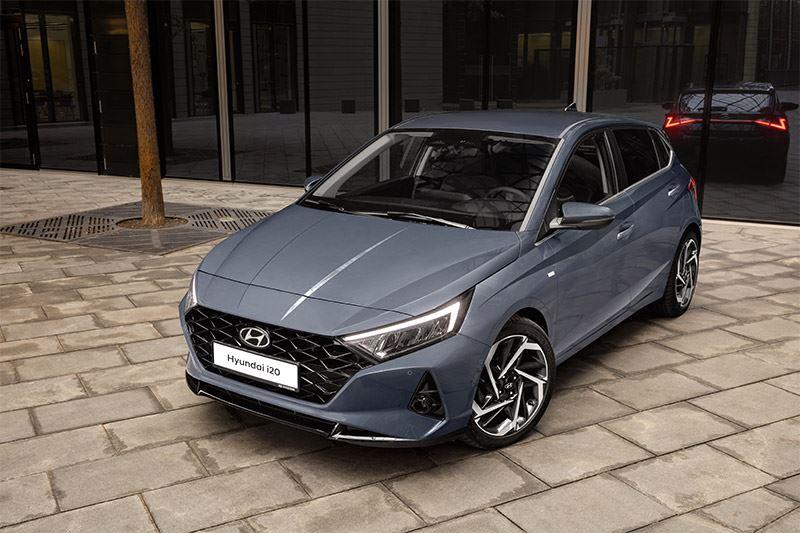 De Hyundai i20 heeft vlotte lijnen en meer welvingen dan voorheen.
