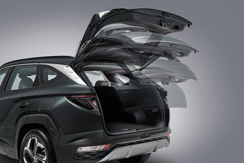 De achterklep gaat automatisch open zodra je drie seconden stilstaat bij de achterkant van de Hyundai TUCSON.