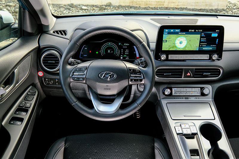 De Hyundai KONA Electric laat zich op een veel prettiger manier bedienen dan de Volkswagen ID.3 en de Aiway U5
