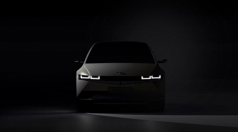 Dat de IONIQ 5 een heel bijzondere auto is, zie je direct aan zijn opvallende vormgeving en revolutionaire verlichting.