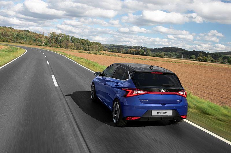 'Omdat de Hyundai i20 ook nog eens erg stil is, kun je ronduit spreken van een rustgevende auto, die je op geen enkele manier opjaagt.' Aldus AutoWeek.