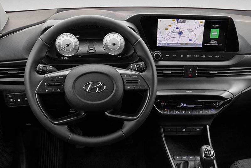 Het digitale instrumentenpaneel in de nieuwe Hyundai i20 met daarnaast het 10,25-inch multimediascherm.