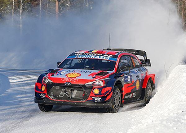 Rallyteam Hyundai oppermachtig in de Finse sneeuw