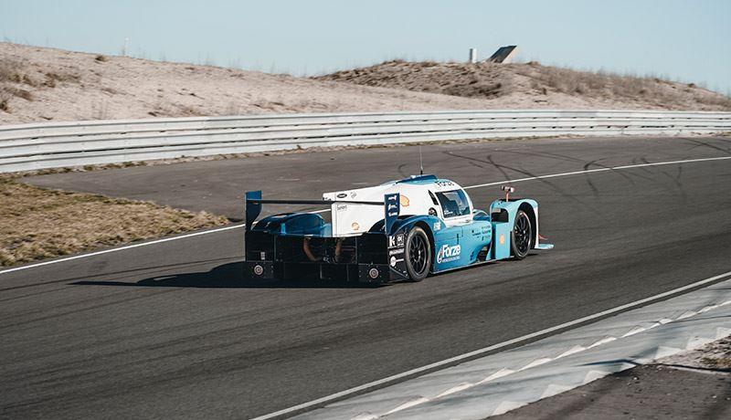 De vierwielaangedreven raceauto Forze IX heeft een topsnelheid van 300 km/u en accelereert van 0-100 km/u in minder dan 3 seconden.