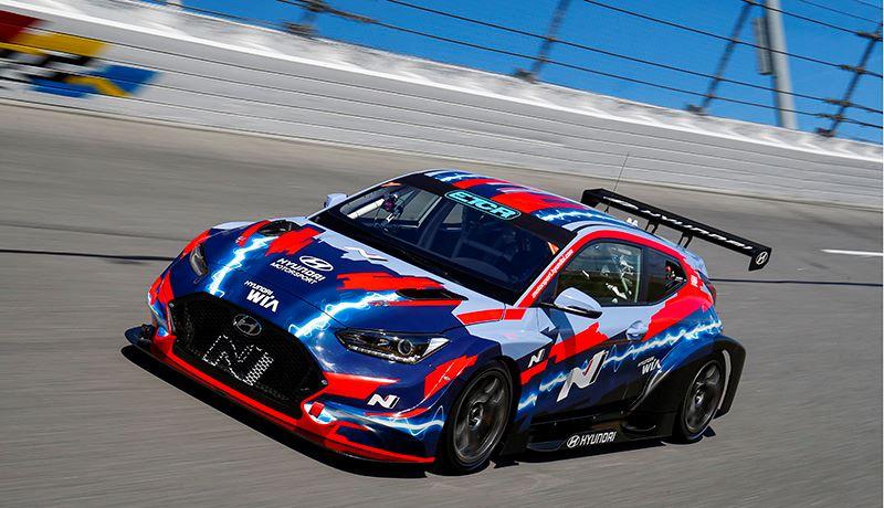 Hyundai gaat met de elektrische raceauto Veloster N ETCR deelnemen aan de PURE ETCR Series.