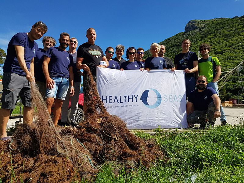 Healthy Seas ruimt achtergelaten visnetten in zeeën en oceanen op om deze vervolgens te recyclen.
