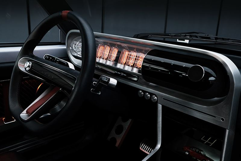 Het interieur van de Hyundai Pony EV Heritage oogt sciencefictionachtig met een klassieke touch.