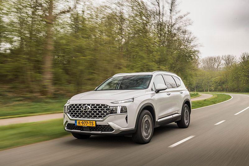 'Met zijn nieuwe aandrijflijn is de Hyundai SANTA FE weer wat hij ooit was: heel veel auto voor een relatief lage prijs'.