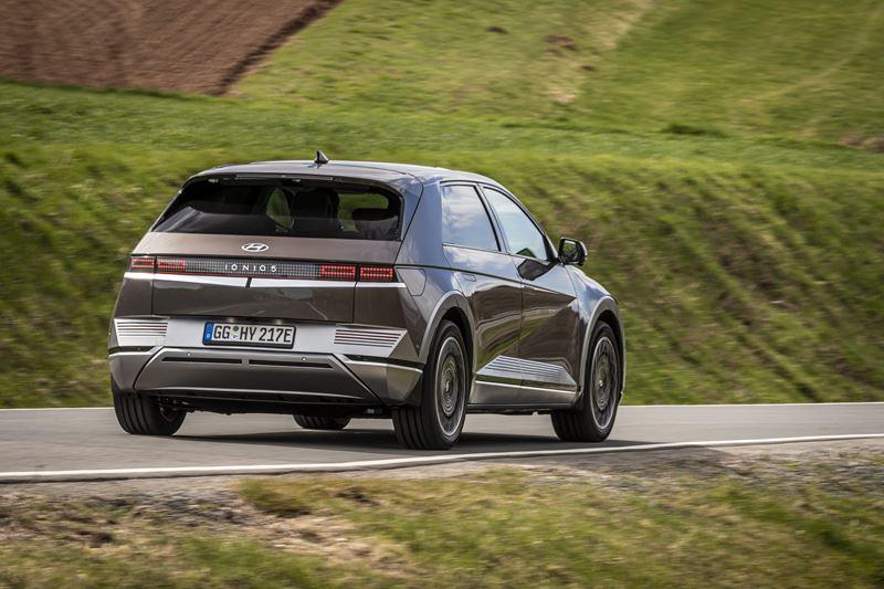 Je mag de IONIQ 5 zien als 'de nieuwe generatie elektrische auto', want deze Hyundai kan meer slimme dingen dan vrijwel alle concurrenten.