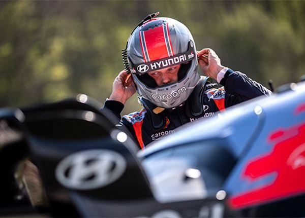 Thierry Neuville en Ott Tänak blijven rallyteam trouw