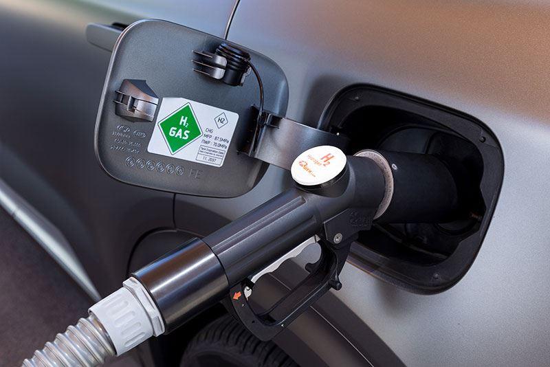 Waterstoftankstations zijn nog schaars, maar met een actieradius van 665 kilometer is er voor de Hyundai NEXO altijd wel een bereikbaar.