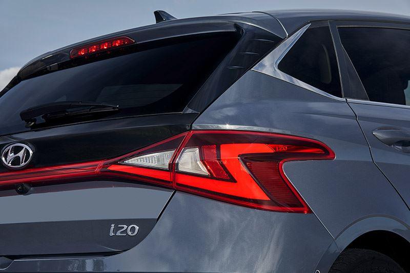 De Hyundai i20 laat op een fraaie manier zien hoe ver de autotechniek anno 2021 is gevorderd.