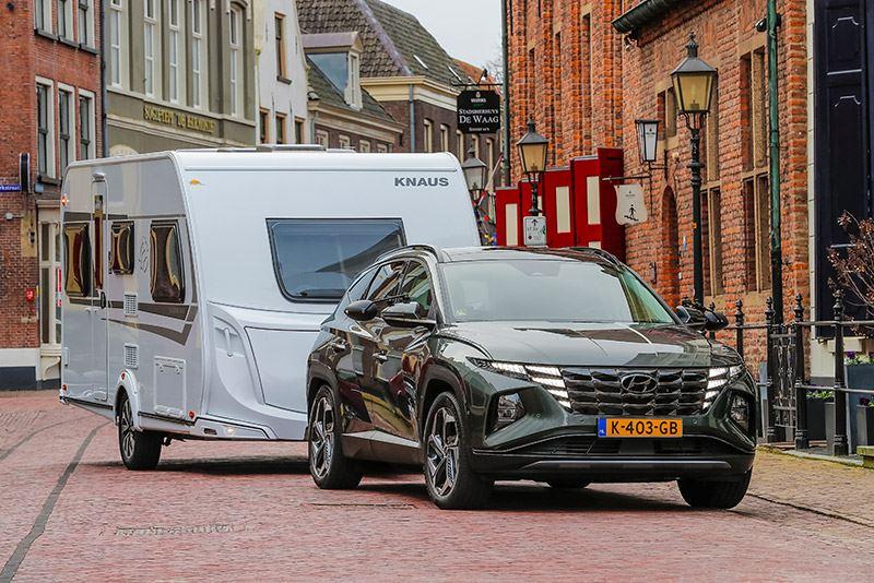 Volgens ANWB Kamperen is de Hyundai TUCSON 1.6 T-GDI Hybrid de beste auto om een caravan te trekken.
