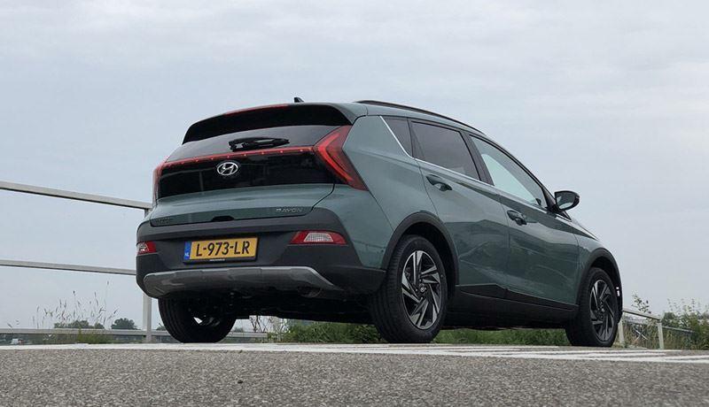 Het onderstel van de Hyundai BAYON heeft een prettige demping, niet te hard, niet te zacht.