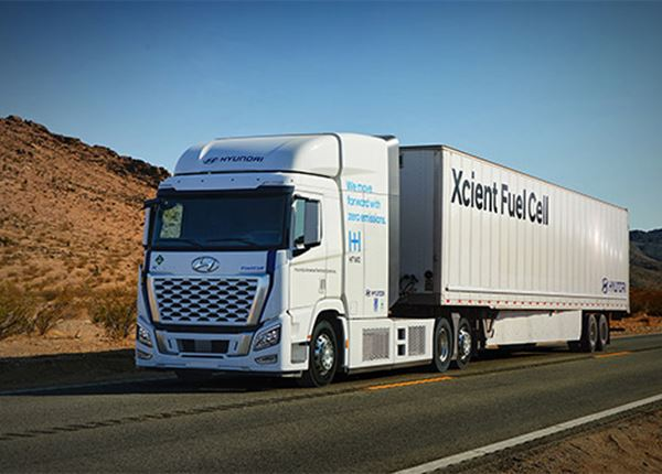 Hyundai XCIENT Fuel Cell waterstoftruck medio 2023 in Californië op de weg