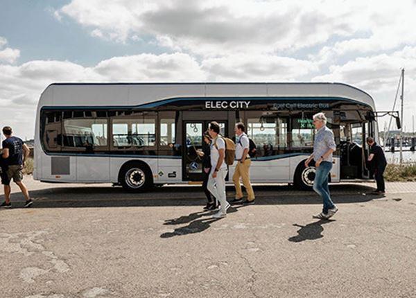 Héél even in Nederland: de nieuwe waterstof-elektrische truck én bus van Hyundai