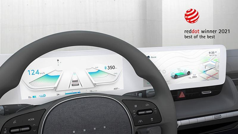 Het infotainmentsysteem van de IONIQ 5 met het nieuwe designthema Jong-e Graphic User Interface is onderscheiden met een Red Dot Design Award 2021.