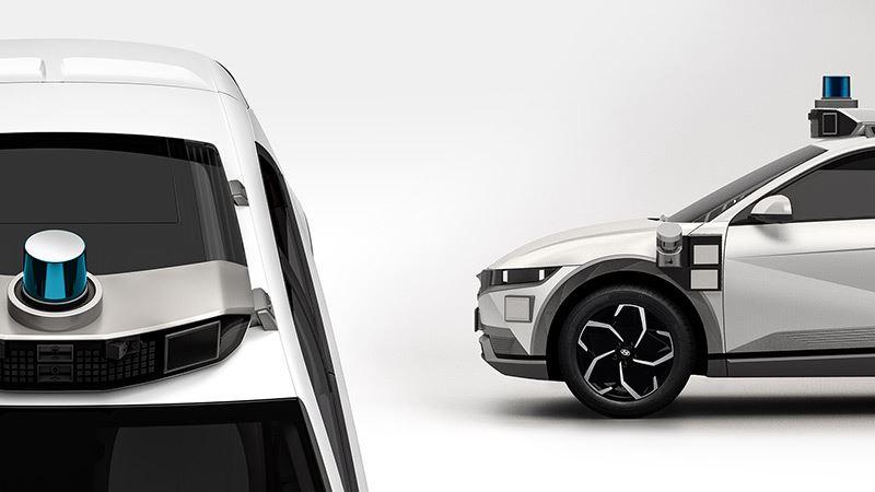 Sensoren op het dak en aan weerszijden van de auto zorgen ervoor dat de IONIQ 5-robotaxi duidelijk herkenbaar is als autonoom rijdende auto.