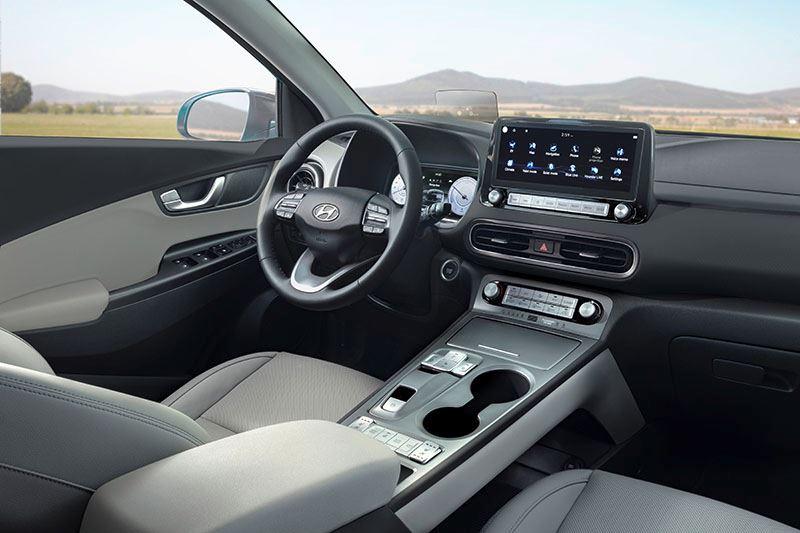 Het moderne interieur van de vernieuwde Hyundai KONA Electric.