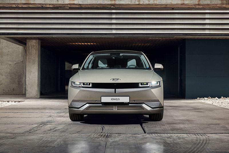 De beste elektrische auto van dit moment in deze prijsklasse is de Hyundai IONIQ 5.