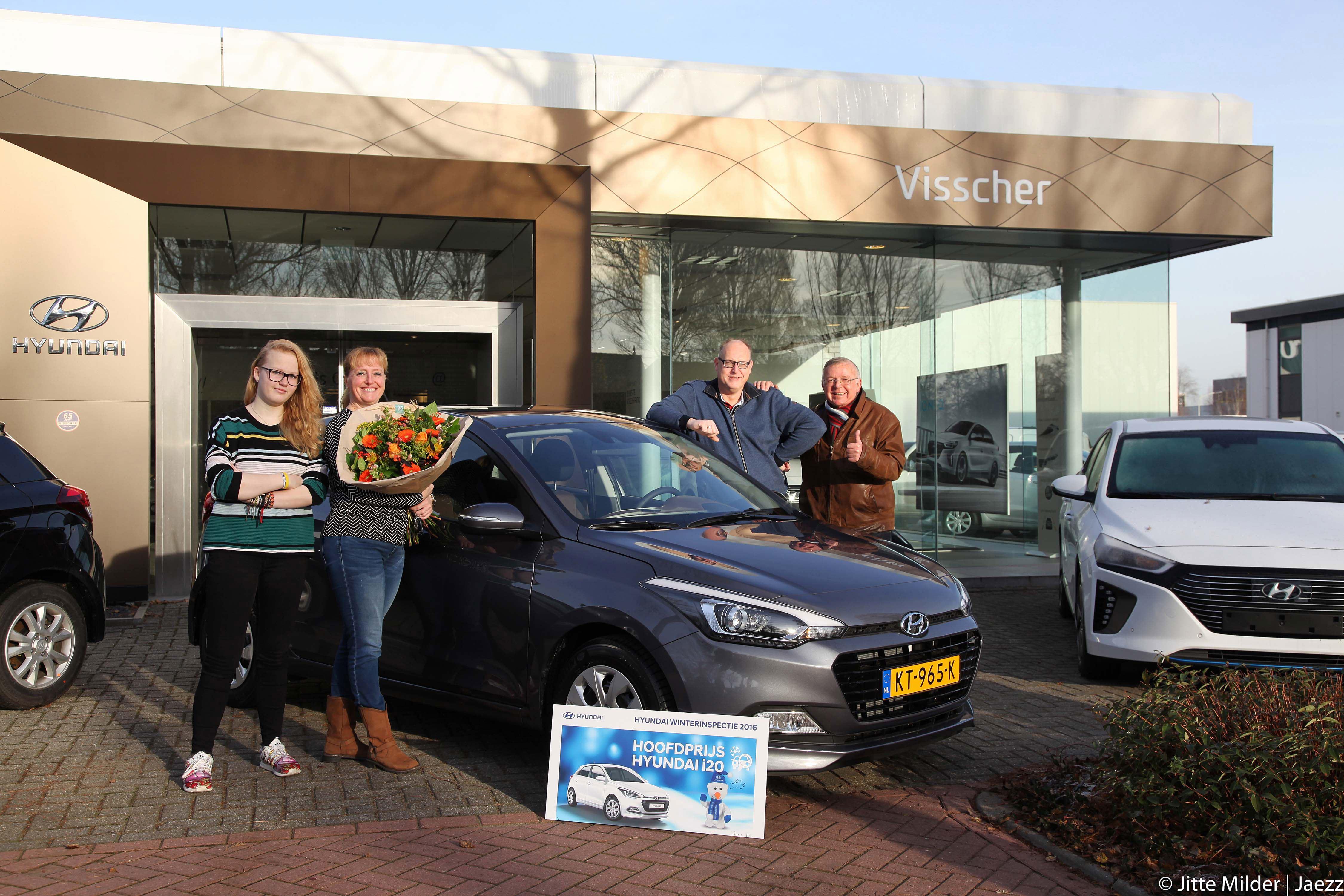Prijswinnaars Hyundai Winterinspectie dolblij met nieuwe Hyundai i20.