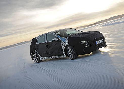 Betrapt! Gecamoufleerde Hyundai i30 N gaat los in de sneeuw