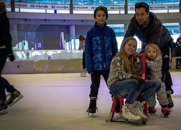 Feestje op de ijsbaan met allemaal Hyundai-rijders
