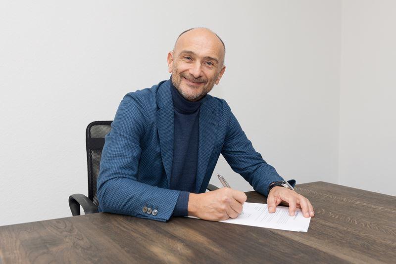 Toerwagenlegende Gabriele Tarquini tekent als testrijder van Hyundai.