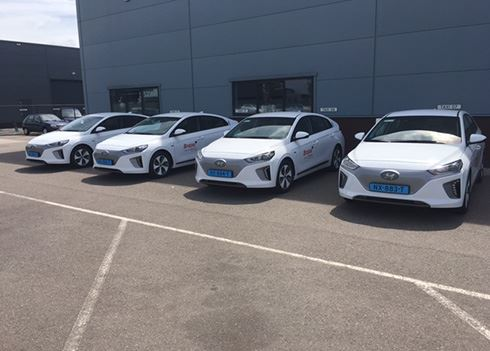 Taxibedrijf wint aanbesteding met Hyundai IONIQ Electric