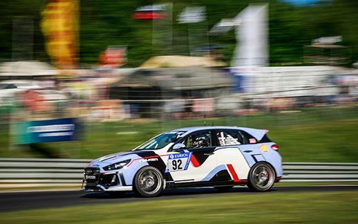 2-Hyundai-24H-Race-Nurburgring-2017.jpg