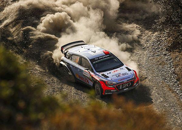 Kevin Abbring rijdt Rally van Finland