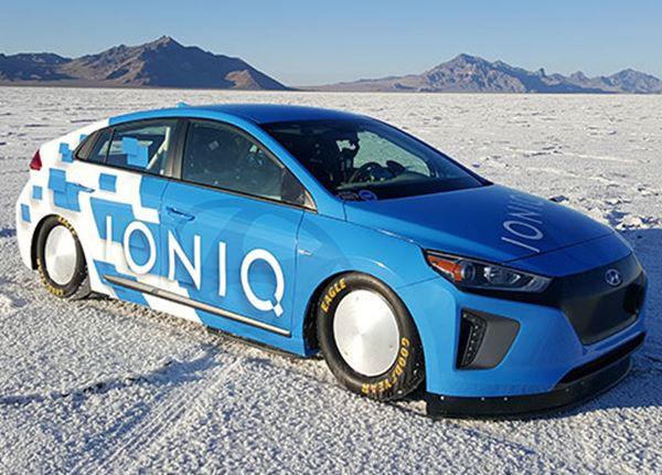 Nieuw snelheidsrecord IONIQ Hybrid: 254 km/u