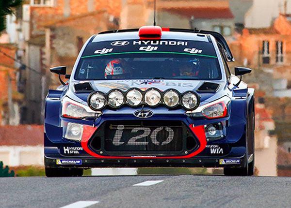 Thierry Neuville door pech op achterstand in WK Rally 2017