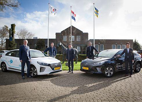 Hyundai steunt duurzame ambitie Ameland met elektrische auto's.