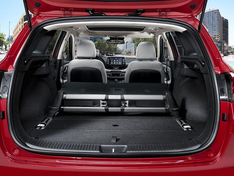 Foto: De Hyundai i30 wagon meet 4.585 meter en heeft een bagageruimte van 602 liter (VDA 211) en 1.650 liter (VDA 214) met neergeklapte achterbank.