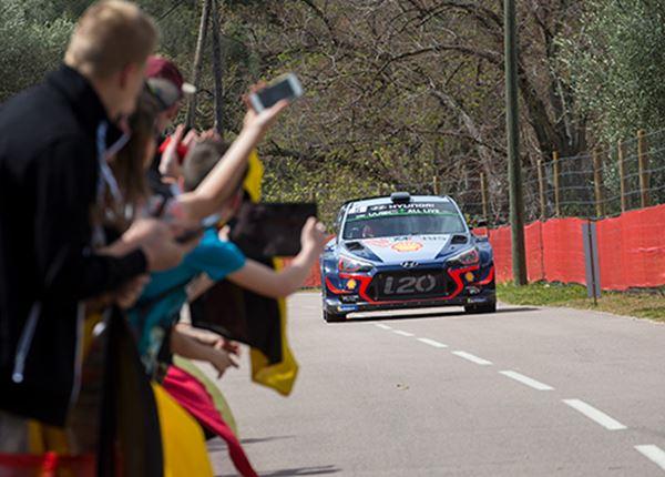 Rallyrijders Hyundai scoren vierde podiumplek op rij