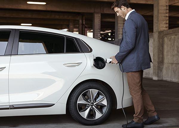 Taxibranche ontdekt de Hyundai IONIQ Electric