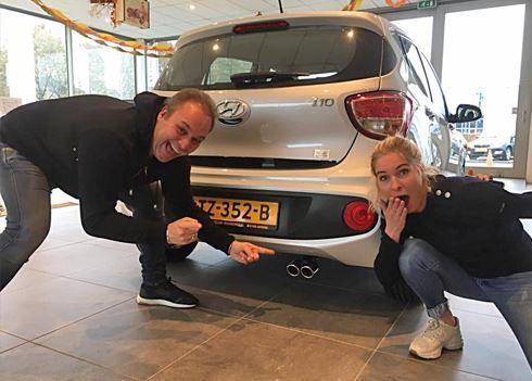 Frans Bauer valt voor charmes van de nieuwe Hyundai i10