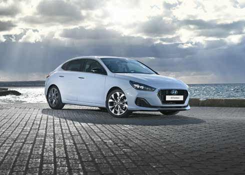 AutoRAI.nl: De i30 Fastback maakt een vuist naar de gevestigde orde
