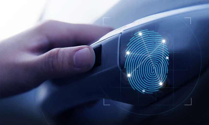 Behalve een auto starten kun je met de vingerafdrukscanner ook portieren ontgrendelen.