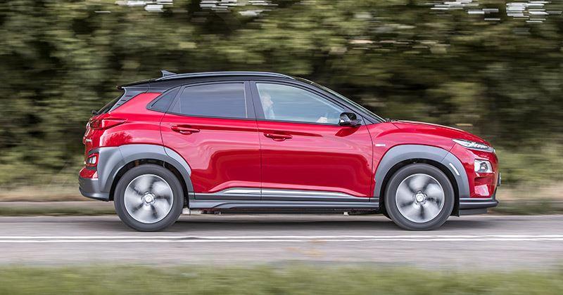 De Hyundai KONA Electric won in de categorie elektrische auto's bij de Honest John Awards 2019.