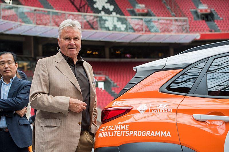 Guus Hiddink was eregast in de Johan Cruijff Arena waar Hyundai en de KNVB bekendmaakten te gaan samenwerken.
