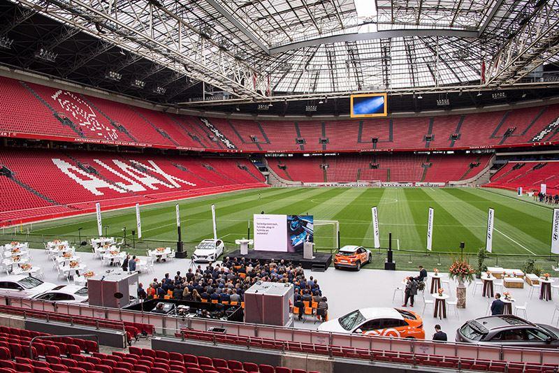 Tijdens een bijzondere bijeenkomst in de Johan Cruijff Arena werd Hyundai gepresenteerd als nieuwe mobiliteitspartner van de KNVB.