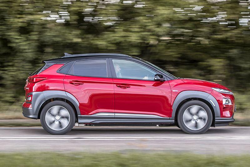 De Hyundai KONA Electric heeft een actieradius van 449 kilometer (volgens WLTP). In de praktijktest van WhatCar? haalde KONA Electric een afstand van 416 kilometer.
