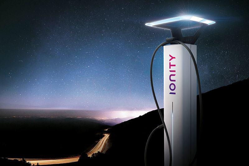 IONITY breidt zijn netwerk van snelladers uit tot vierhonderd in 2020, zodat langs de belangrijkste Europese snelwegen gemiddeld elke 120 kilometer een IONITY-snellaadstation is te vinden.