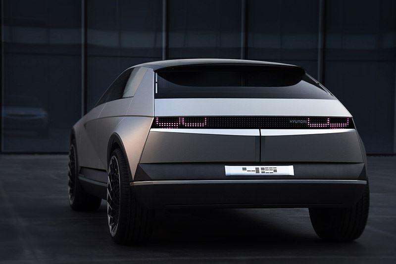 De Hyundai 45 Concept is uitgerust met een arsenaal aan camera's die autonoom rijden mogelijk maken.