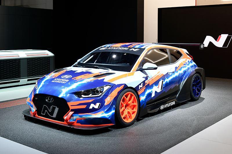 De Veloster N ETCR is de eerste volledig elektrische raceauto van Hyundai en werd onthuld op de IAA 2019 in Frankfurt.