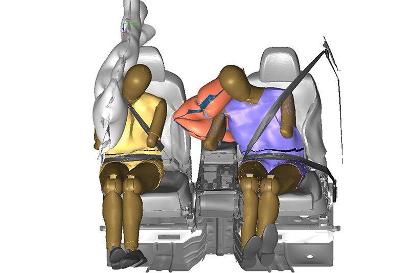 De nieuwe airbag is gemonteerd in de bestuurdersstoel en ontvouwt zich in de ruimte tussen de stoel van de bestuurder en die van de bijrijder.
