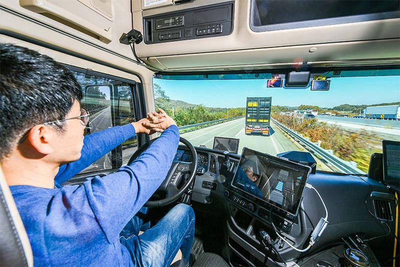 De Hyundai Xcient-trucks zijn uitgerust met slimme technieken die truck platooning mogelijk maken en daarmee de doorstroming en de veiligheid op de weg verbeteren.