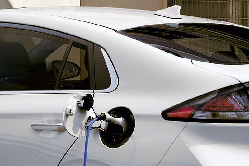 Met de nieuwe Laadpakketten haal je als elektrisch rijder het maximale uit je elektrische Hyundai.